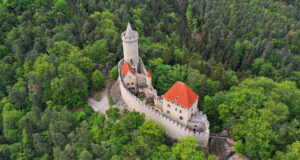 Замок Кокоржин и Чертовы головы