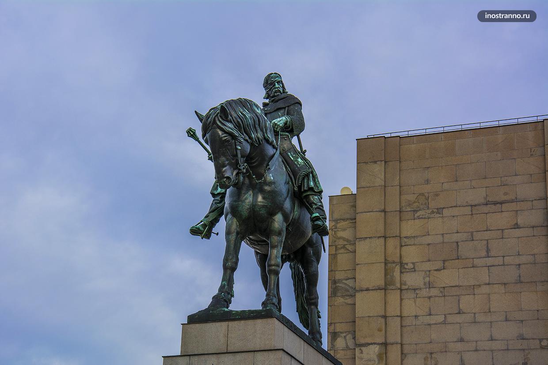 Конная статуя Яна Жижки на Холме Витков в Праге