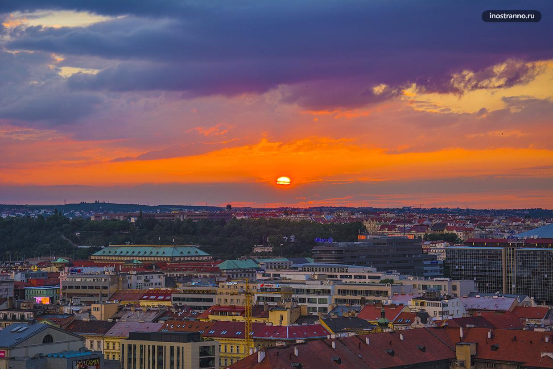 Красивый закат в Праге