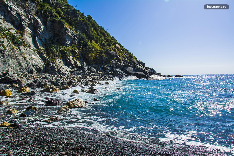 Галечный пляж в Вернацце