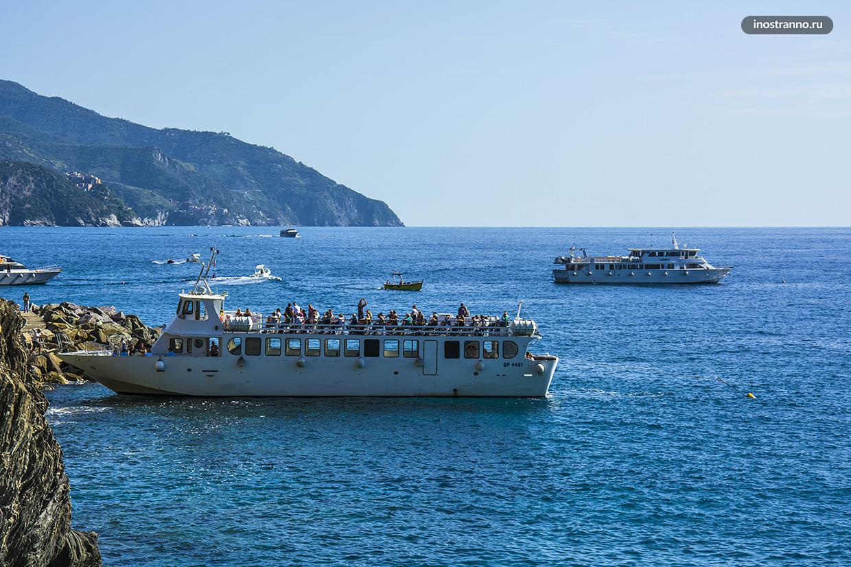Туристические кораблики в Чинкве-Терре