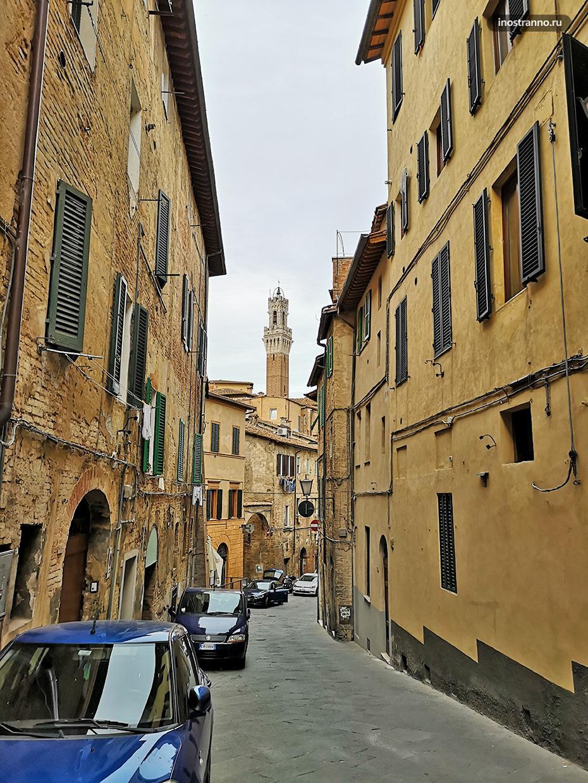Древняя улица в Сиене