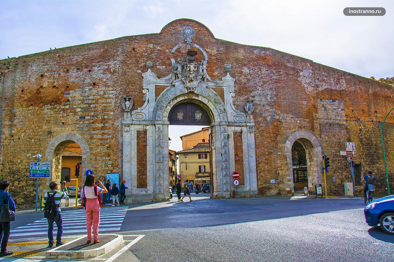Ворота Камолия в Сиене