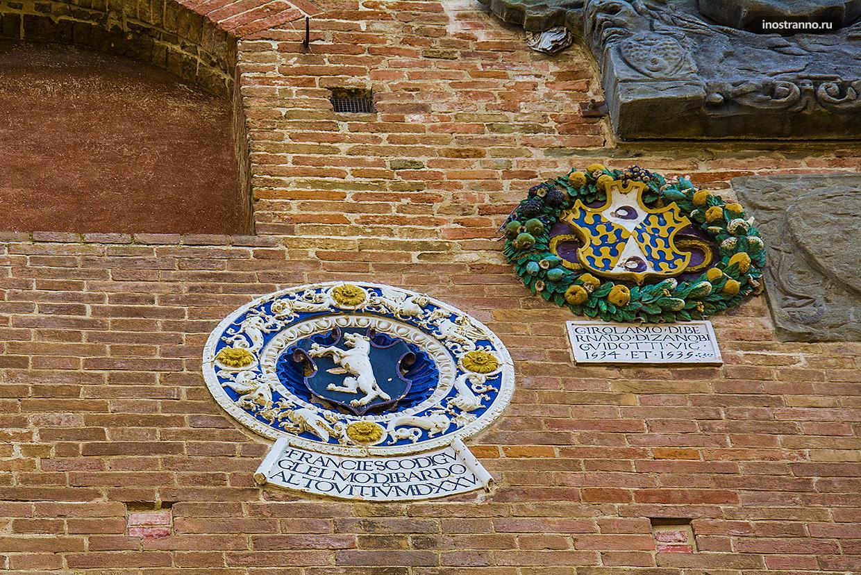Гербы в Palazzo Pretorio