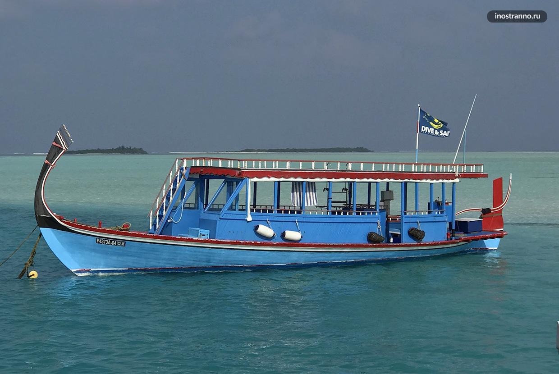 Традиционная лодка дони на Мальдивах