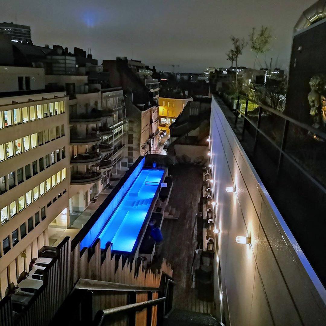 Jam Hotel отель в Брюсселе с открытым бассейном на крыше