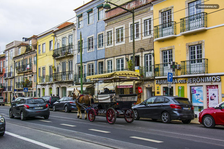 Яркая португальская улочка
