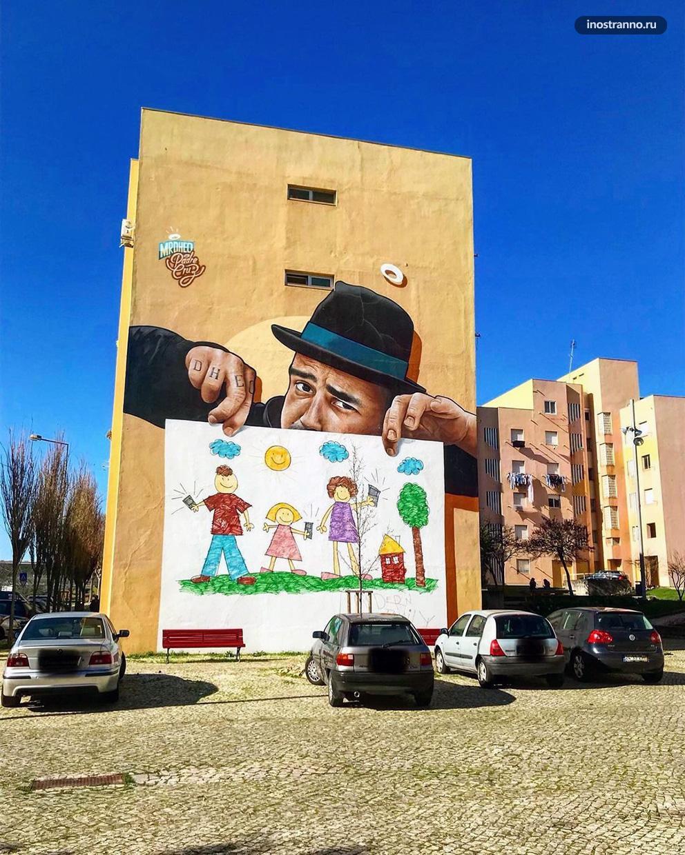 Стрит арт и граффити в обычном районе Лиссабона