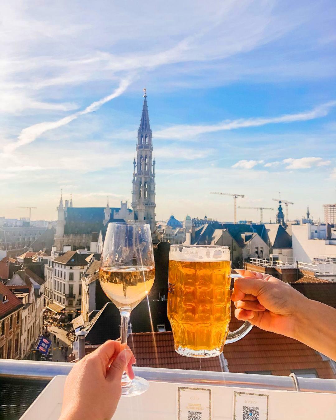 Бар с террасой в Брюсселе