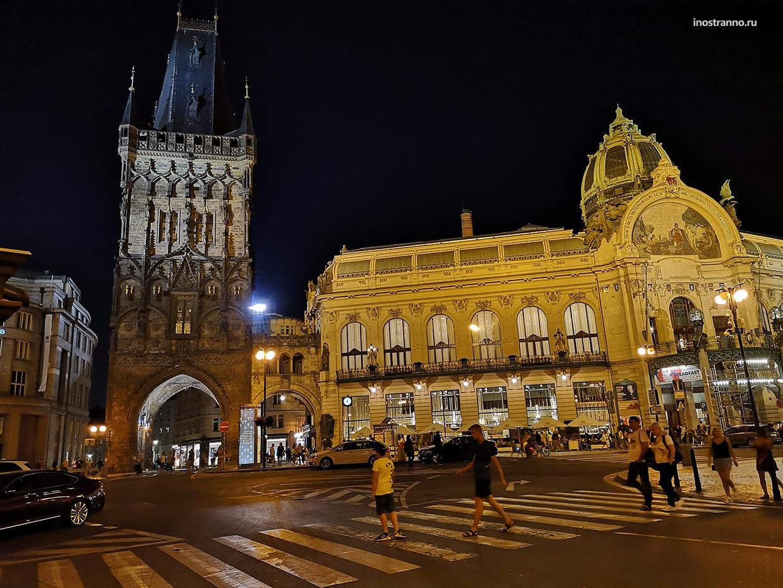 Пороховая башня в Праге в иллюминации