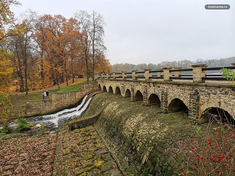 Красивая плотина в Праге Почерницкий пруд
