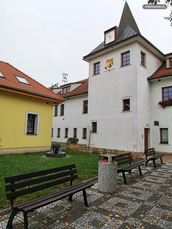 Малоизвестный замок Дольни Почернице рядом с Прагой
