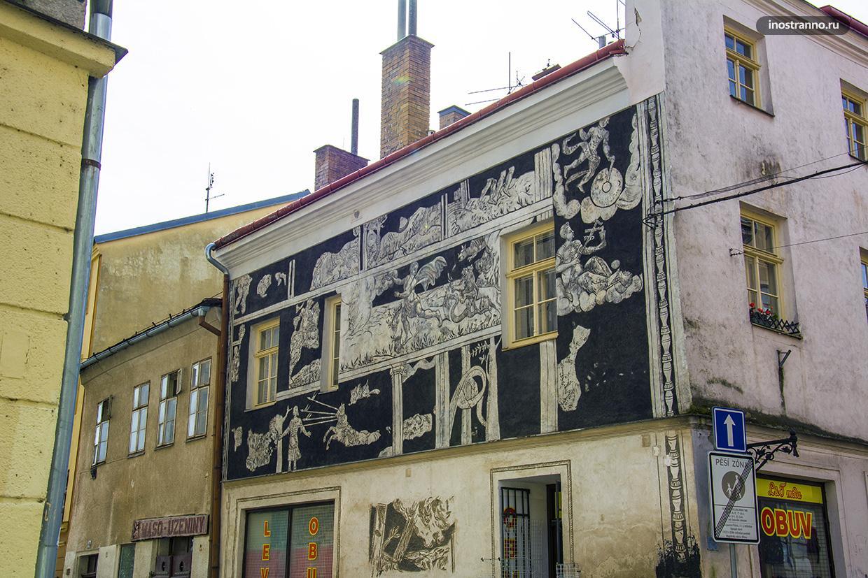 Здание и старинный дом в Чехии