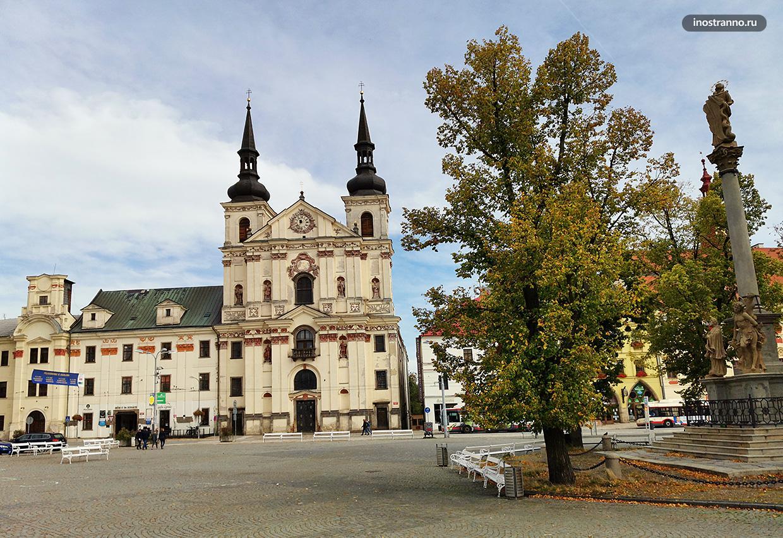 Чумной столб и барочная церковь