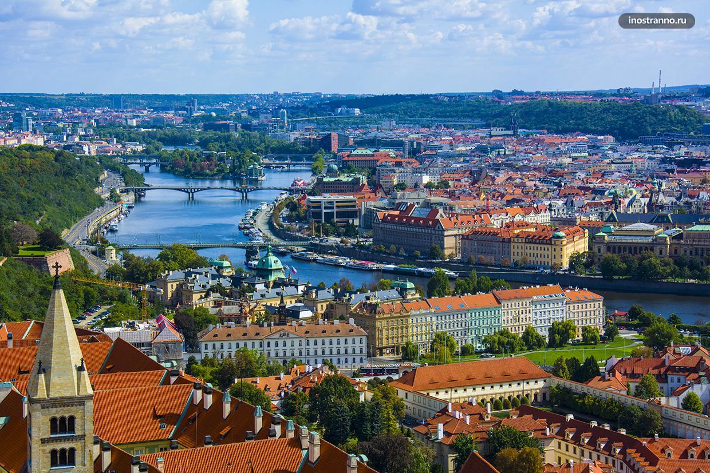 Красные крыши и архитектура Праги