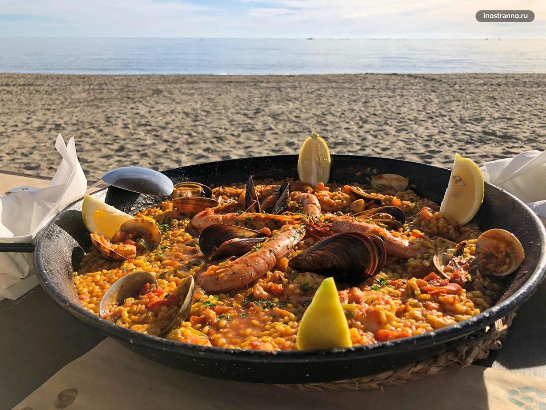 Национальное испанское блюдо паэлья