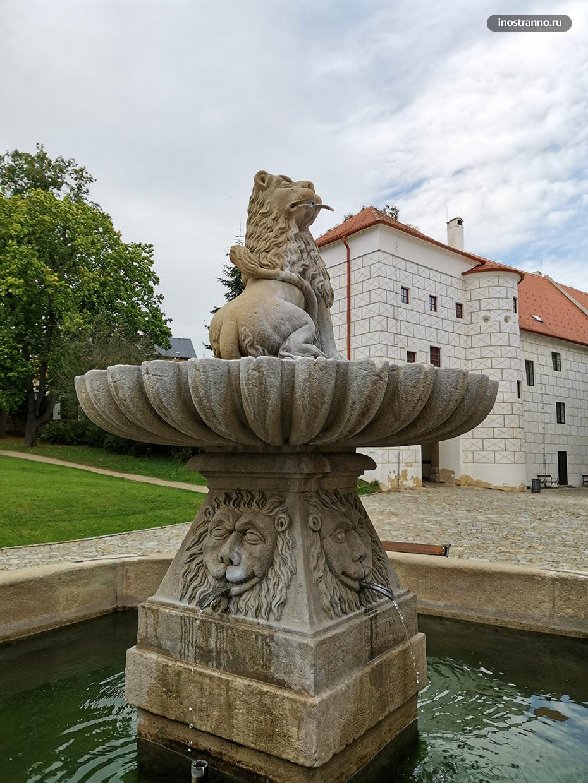 У Базилики Святого Прокопа в Тршебиче