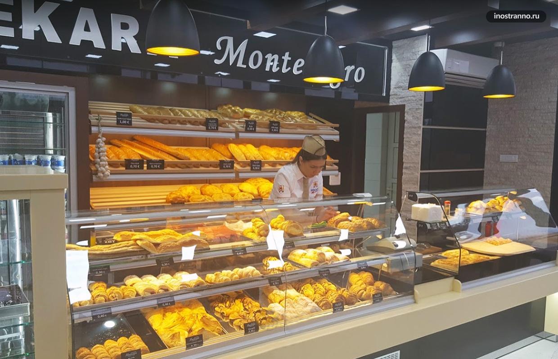Магазин с хлебом пекара в Черногории