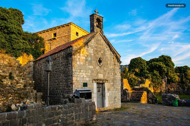 Отреставрированная церковь в городе Бар, Черногория