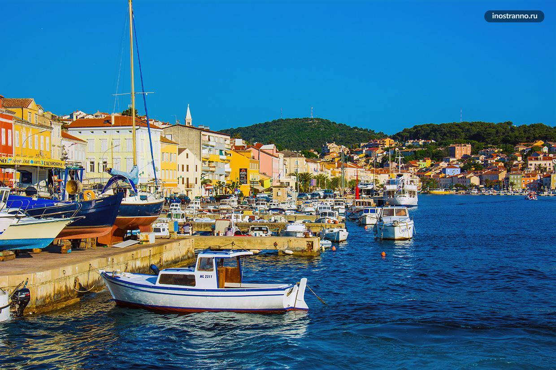 Мали-Лошинь яркий приморский город в Хорватии