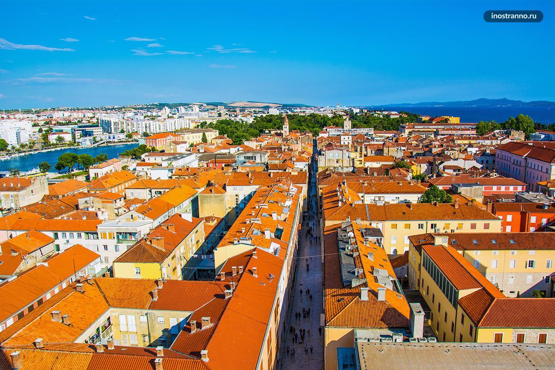 Фото красивого европейского города с высоты смотровой