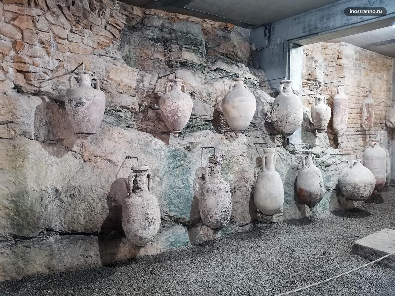 Древние амфоры в Пуле