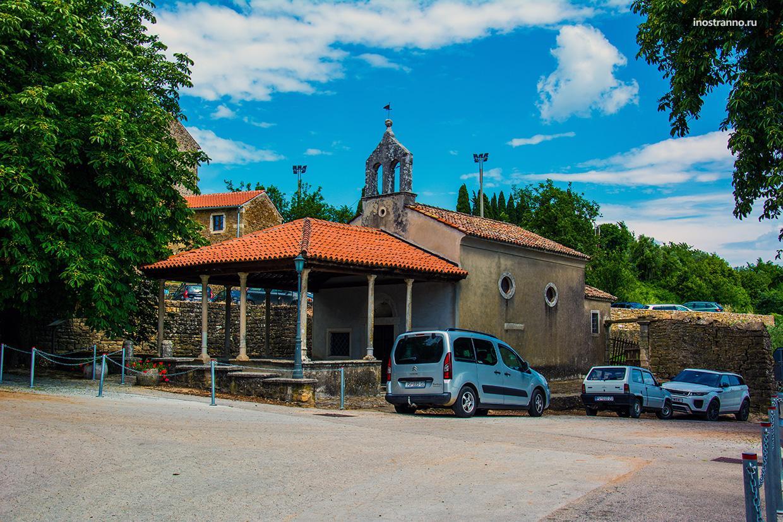 Парковка в городе Грожнян