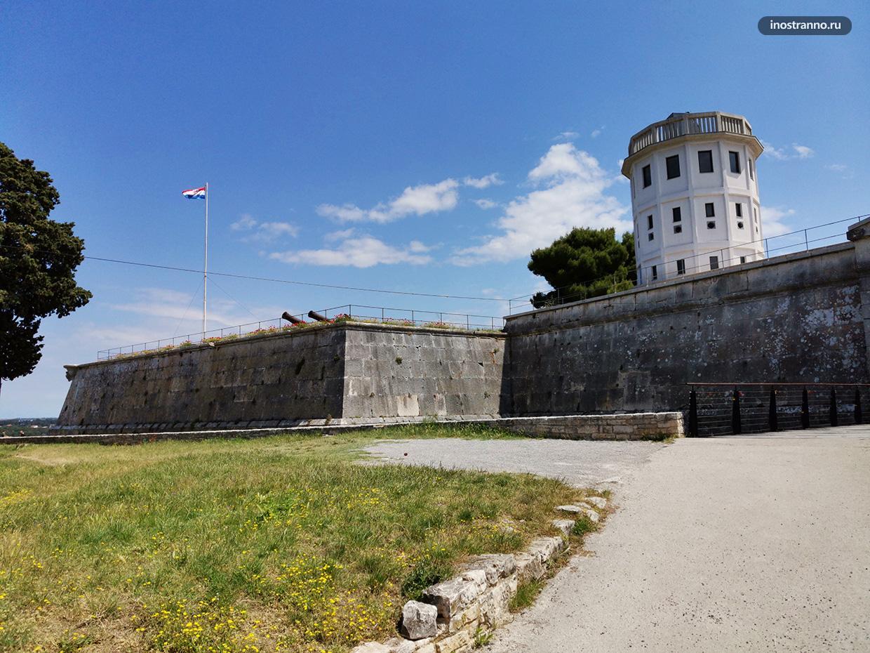 Крепость замок Пулы