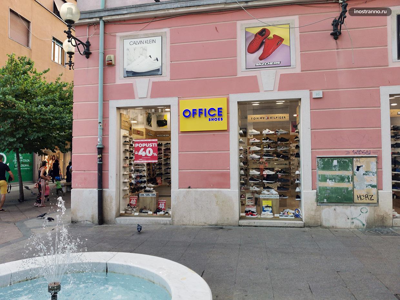 Улица с магазинами одежды в Хорватии
