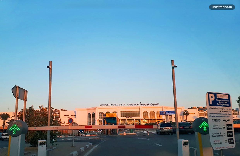 Парковка у аэропорта Джерба Зарзис