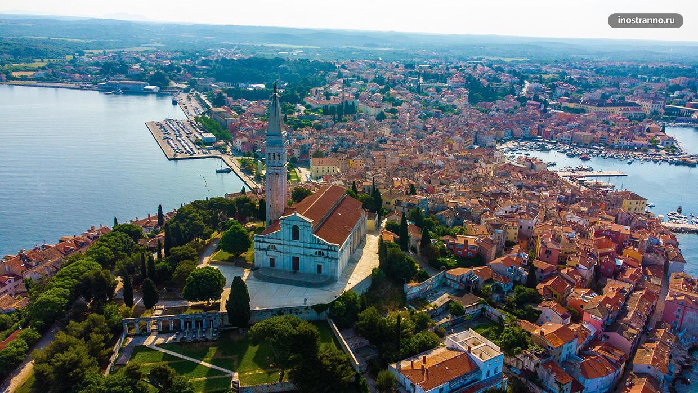 Фото Ровиня с высоты