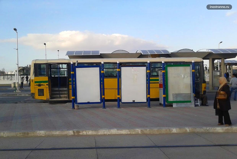 Автобусная остановка в Тунисе
