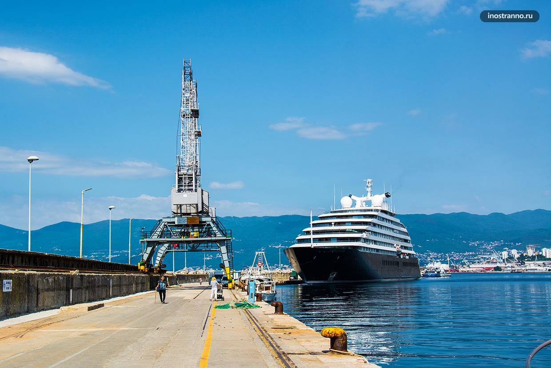 Круизный лайнер в порту Риеки
